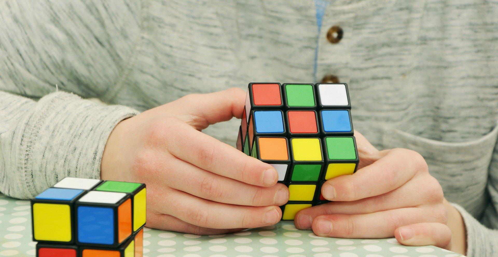 Mozek je vhodné procvičovat hraním her a luštěním