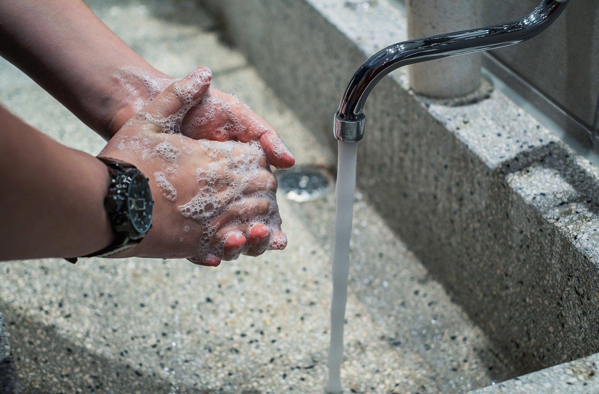 Umývání rukou jako prevence přenosu chorob nestačí