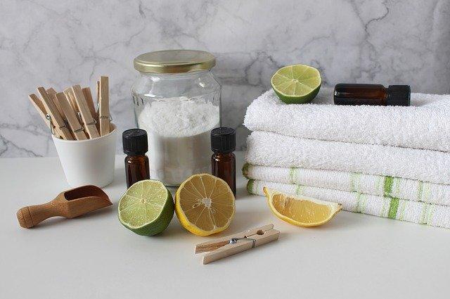 Přírodní pomocníci při úklidu: jedlá soda, citron, aromatické oleje