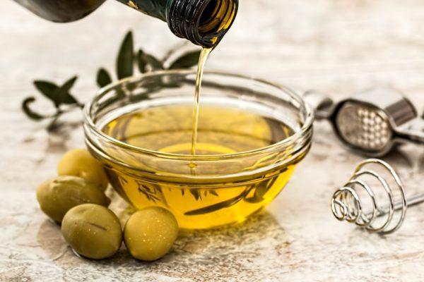 Olivový olej ve džbánku