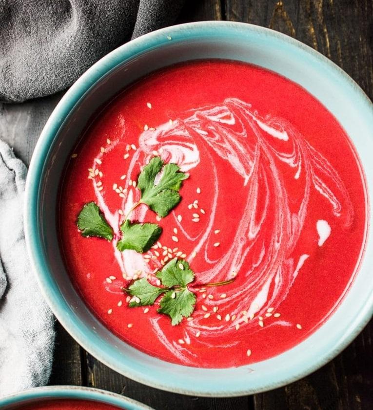 růžová polévka s řepou