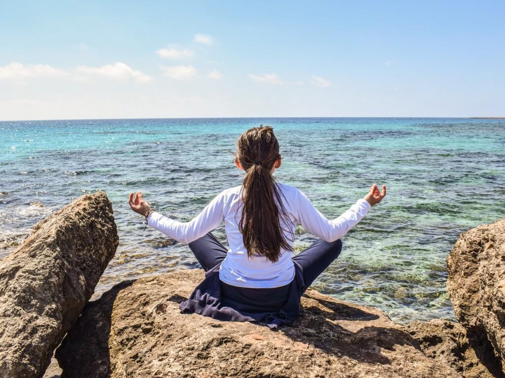 meditace a jóga v ajurvédě