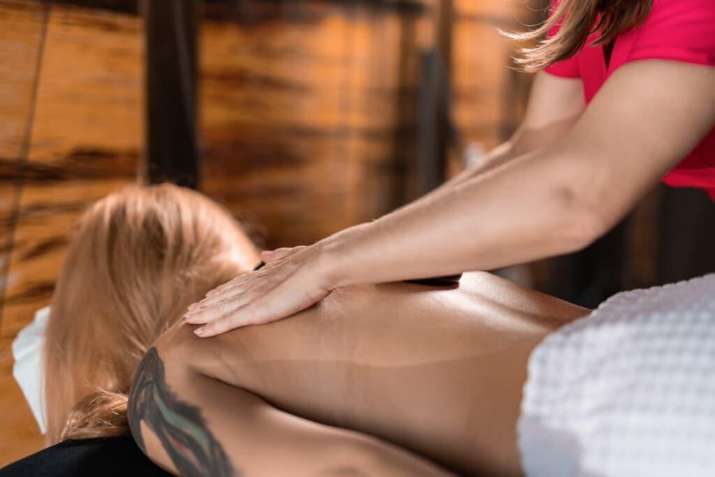 masáž krční páteře