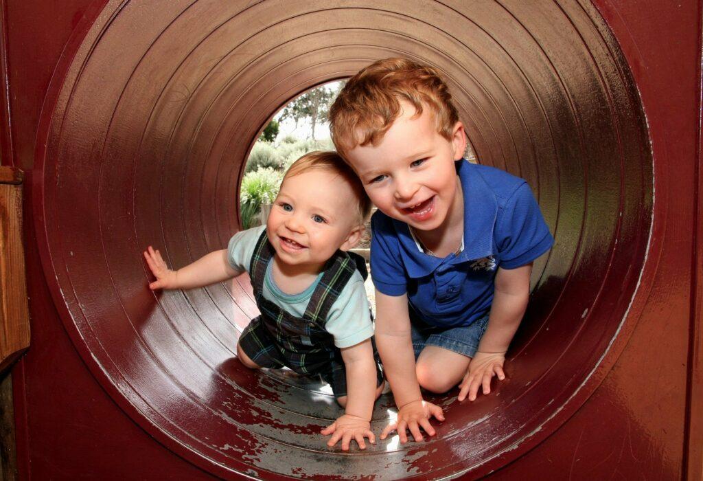 Prolézání tunelem pro děti.