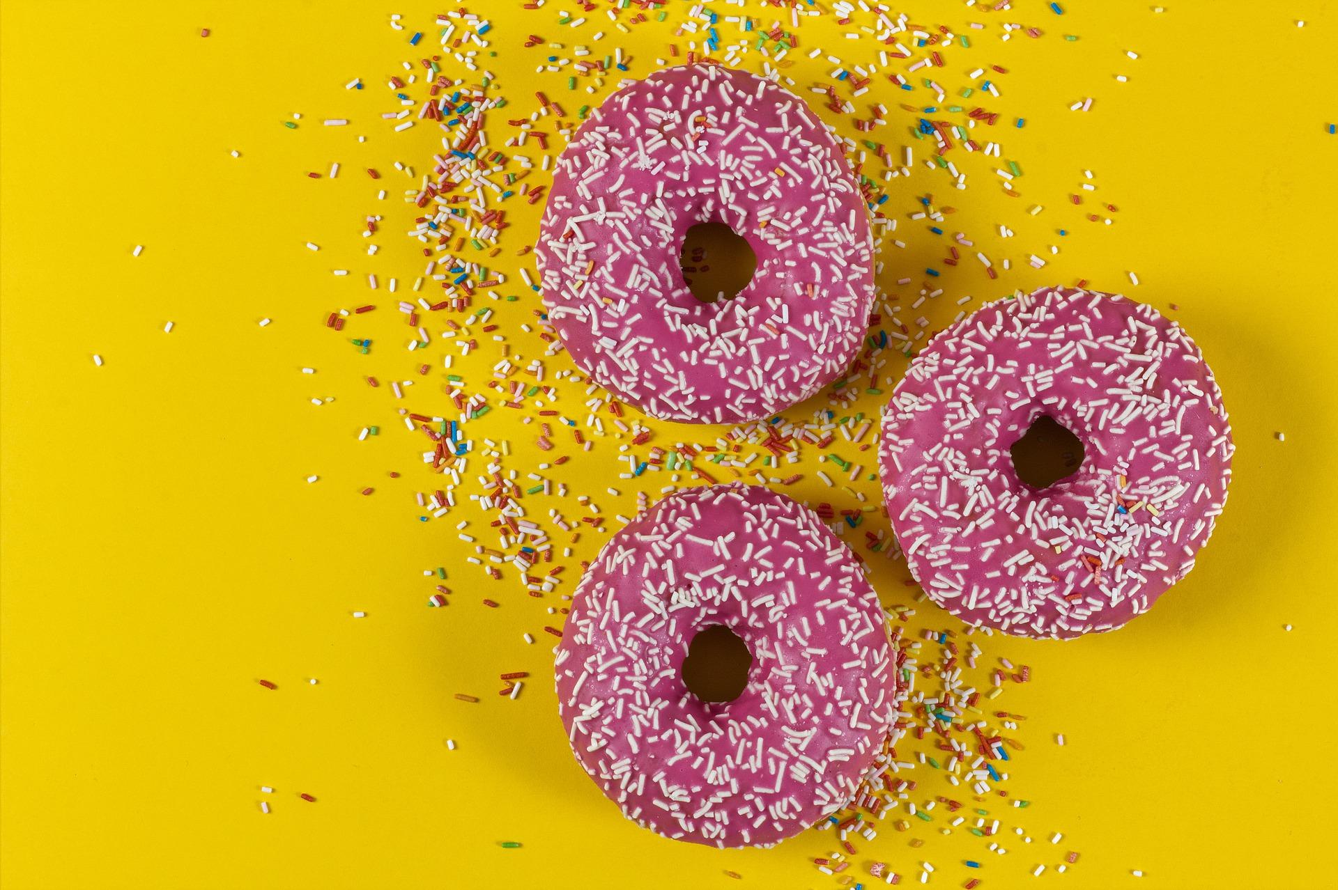 Sladké koblihy s cukrem nejsou vhodné pro děti.
