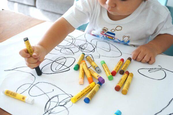 Malování a kreativní aktivity pro děti.