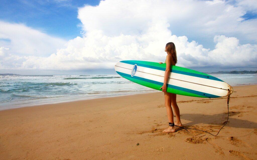 Surfování je skvělé cvičení na hubnutí.