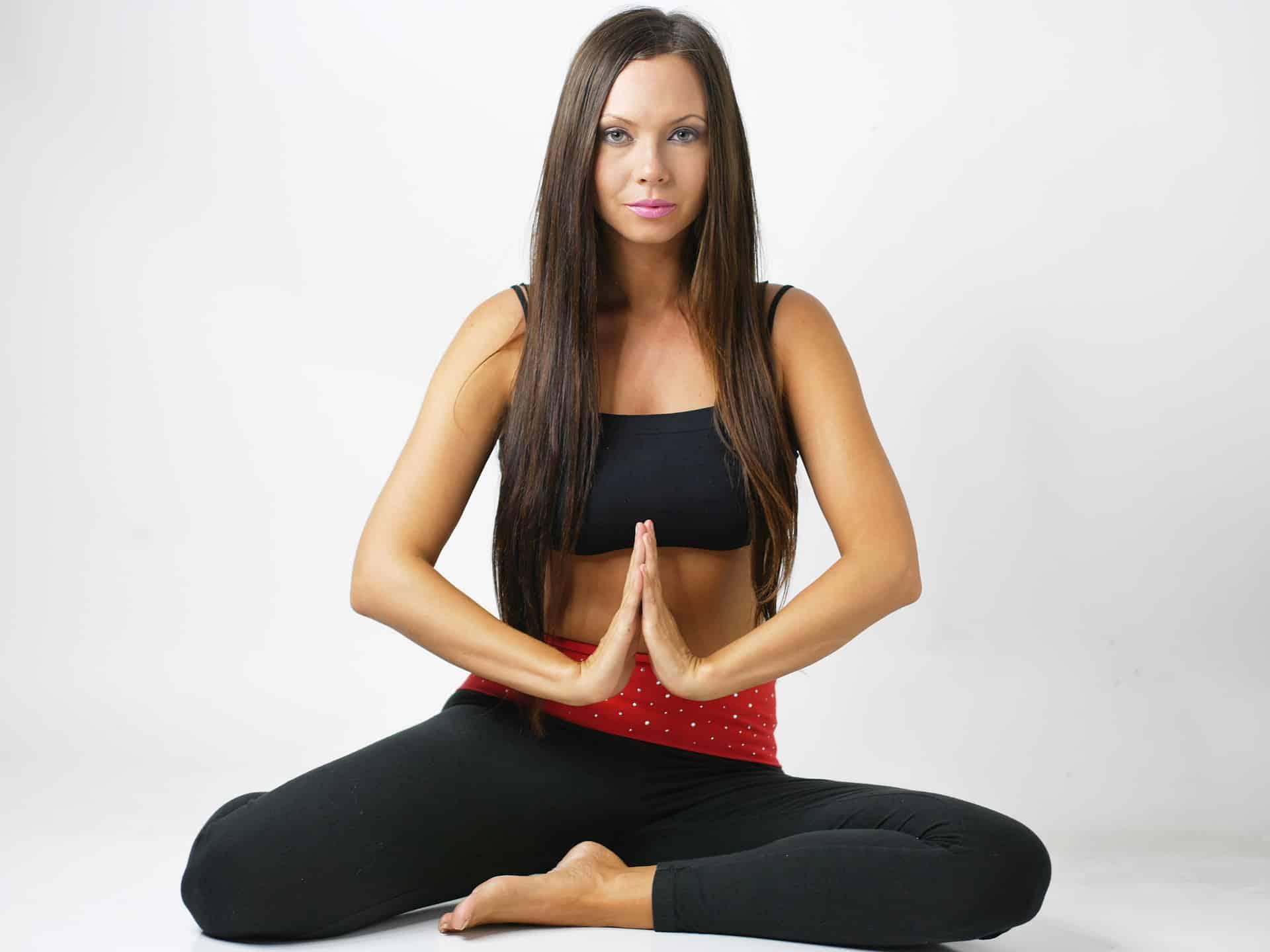 Cvičení jógy pro ženy v těhoteství.